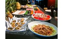 """พิเศษแค่ 250 บาท!  อีกครั้งกับการกลับมาของบุฟเฟ่ต์นานาชาติมื้อกลางวัน หลากเมนูรสเยี่ยม พร้อมเครื่องดื่มสมุนไพรเย็นชื่นใจตลอดมื้อ ในห้องอาหารสุดหรูใจกลางเมือง """"Pan Kitchen"""" @ TAI-PAN Hotel - BTS อโศก (จากราคาปกติ 500 บาท)"""