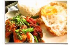 พิเศษเพียง  100 บาท!ชวนคุณมาอิ่มอร่อยกับอาหารไทยสุดชิคที่มีเอกลักษณ์์เฉพาะตัว พร้อมของหวานและเครื่องดื่มสุดอร่อย ที่ร้านประตูสีฟ้า  @ BTS Ekkamai  (มูลค่าเต็ม 200 บาท  )