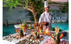 """Special of 599BHT! for you to enjoy with international dinner buffet-barbecue with numerous delicious menus along with 1 house wine or beer and 1 coffee or tea at the classy food hall """"Dine@7"""" at Majestic Grande Sukhumvit Bangkok (from the price of 1,400B"""