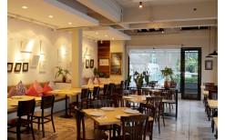 """Back once again with the price of 249BHT! for you to enjoy cheaply with various delicious Thai-Spaghetti fusion food menus along with being impressed with art master pieces at the fabulous cafe' """"exhibit.cafe' Thai Food & Spaghetti"""""""