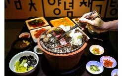 サイアムスクエアにある人気の韓国料理店にて、プレミアム黒豚セットを通常599バーツのところ299バーツでご提供。